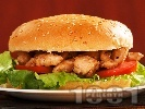 Рецепта Сандвич с пържени пилешки бон филенца и лук